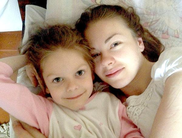 Олеся Фаттахова с дочерью Машей