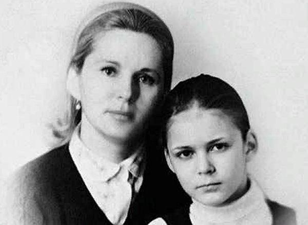 актриса Алена Яковлева и ее мама